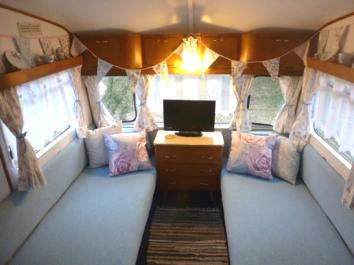 vintage caravan glamping holiday dche.co.uk